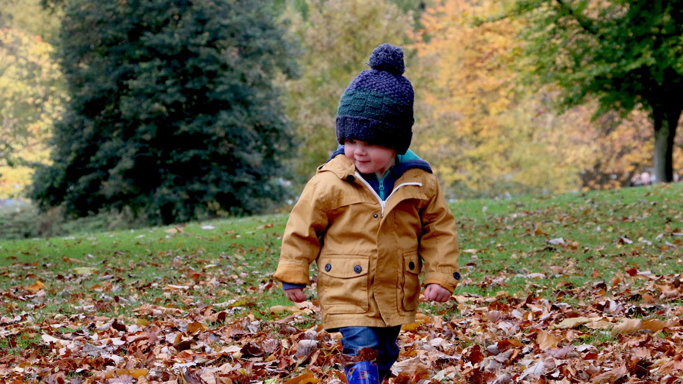 jogalong_stroller_child_outdoors_michael_podger_unsplash